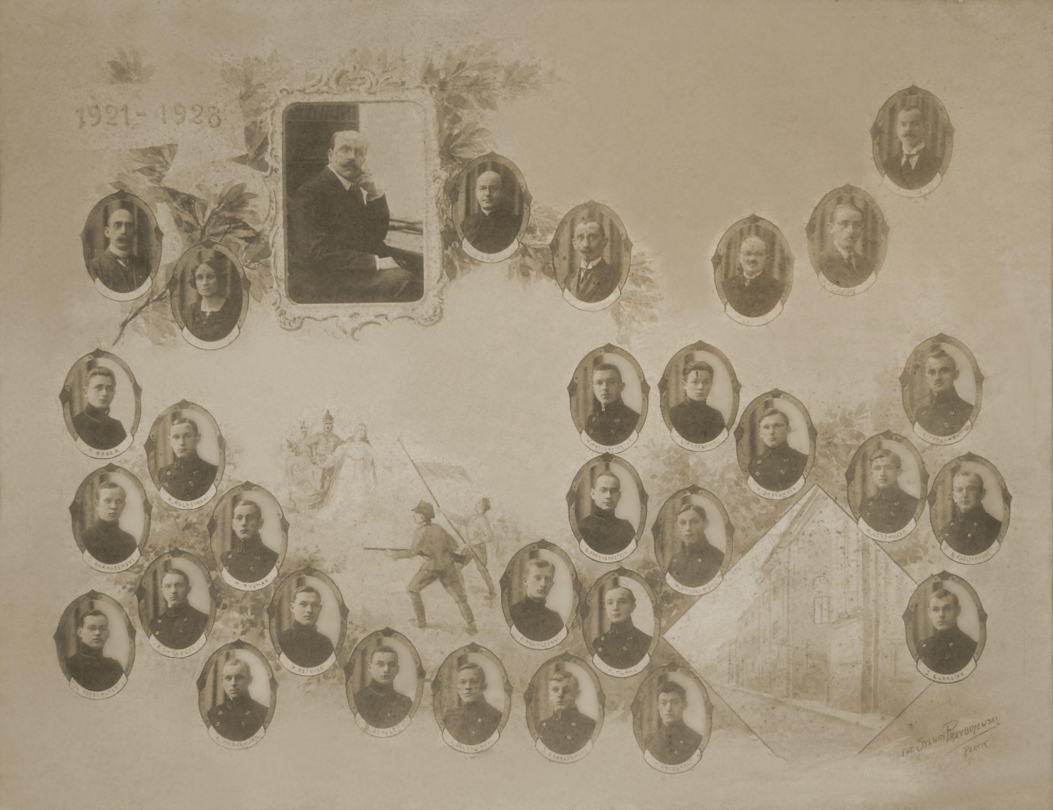 Tableau 8 klasowe gimnazjum męskie Koła Polskiej Macierzy Szkolnej (obecnie tzw. Małachowianka) rocznik 1921,