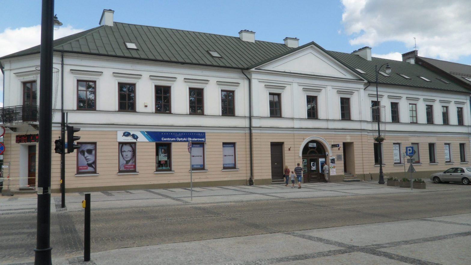 Gmach Komisji Wojewódzkiej i Trybunału- ul. T. Kościuszki 74 w Suwałkach. Tu najprawdopodobniej urzędował Wincenty Bromirski i Stanisław Barbowski. Pięknie odnowiony budynek w 2013 roku.