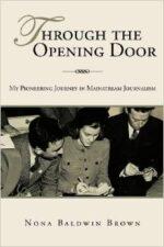 Okładka książki Książka Through the opening door