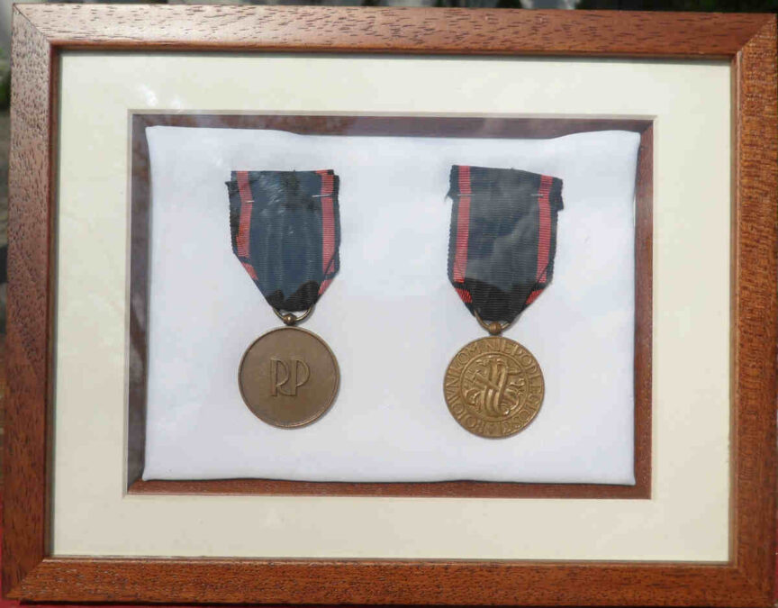 krzyż i medal niepodległości odznaczenia dziadków