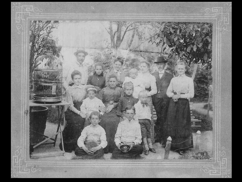 harles Geber, jego rodzina i firma cała rodzina