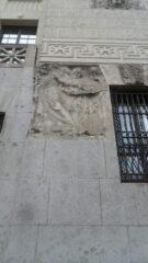 Hipoteka Warszawska w Al. Solidarności płaskorzeźba Zygmunta Otto