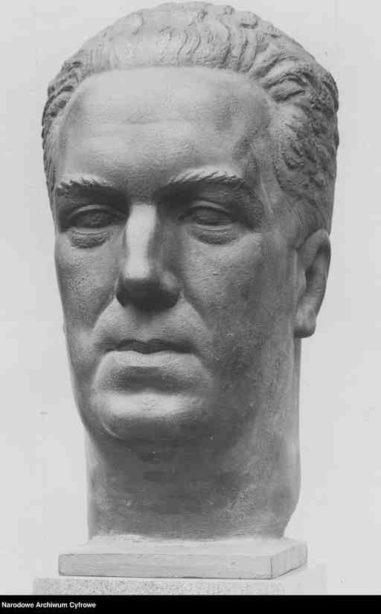 Rzeźba dłuta artysty rzeźbiarza Alfonsa Karnego przedstawiająca głowę Stefana Koeppe